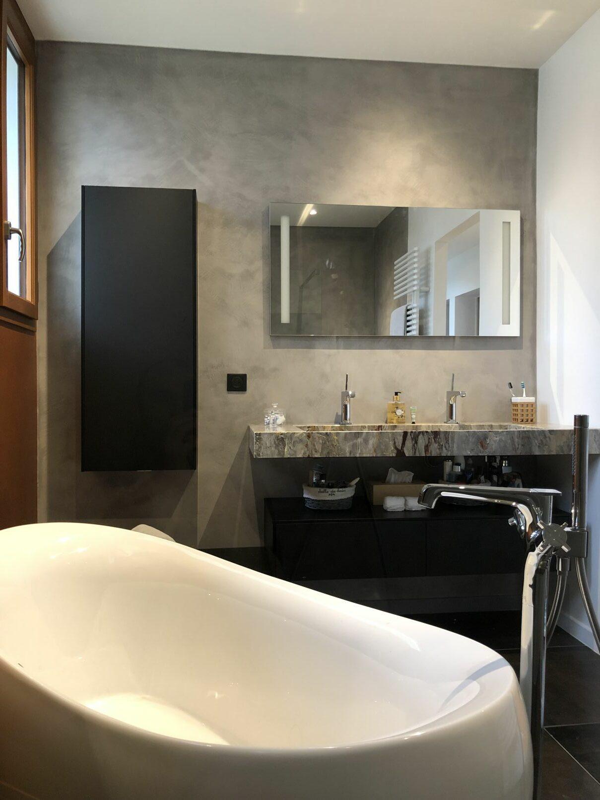 Meuble lavabo en marbre brut, travail d'exception