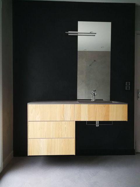 Meuble sous vasque sur mesure en bois clair