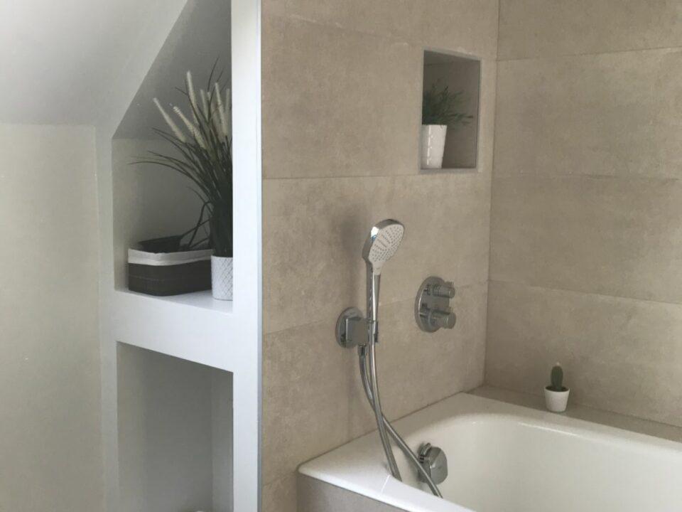 etagere-incrustée-salle-de-bain