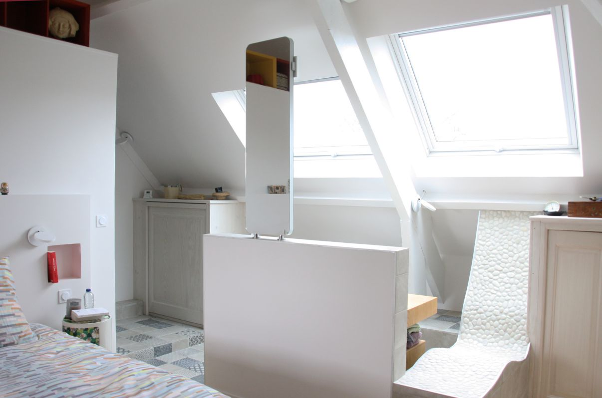 suite-parentale-comble-blanche-meuble-sous-vasque-miroir