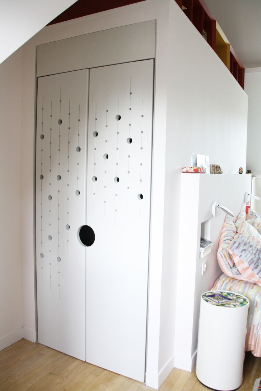 suite-parentale-comble-blanche-meuble-penderie-dressing