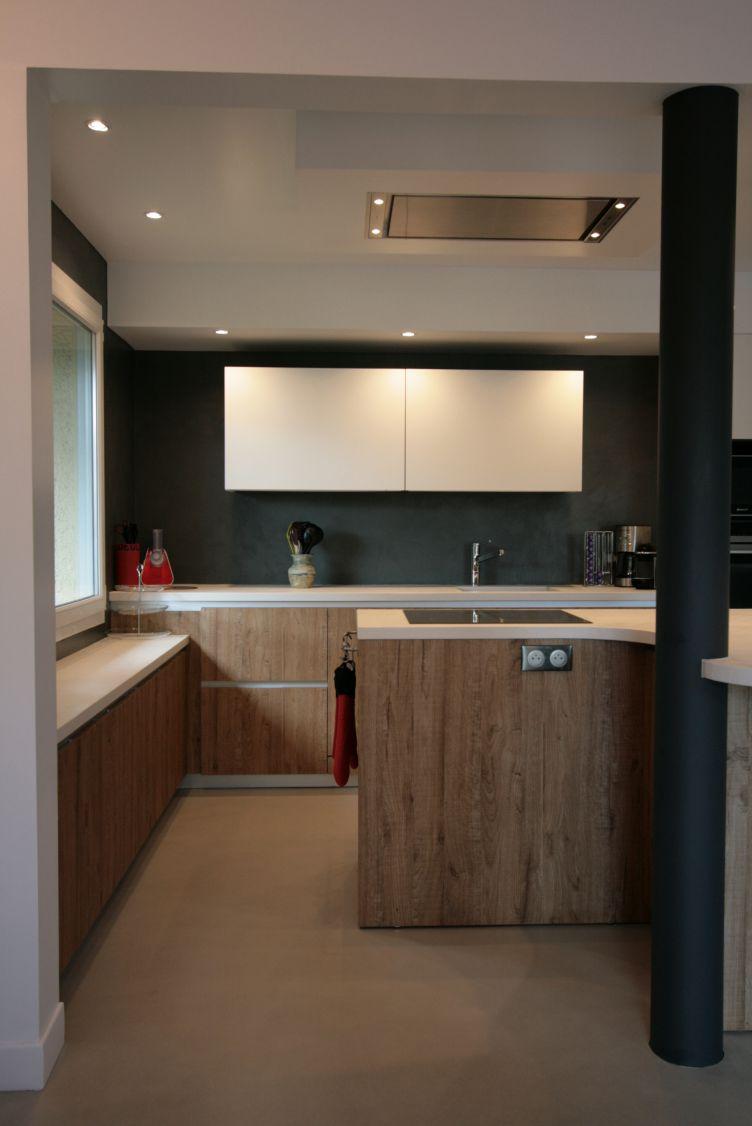 cuisine - bois - blanc - mur - noir - hotte - plafond - moderne - contemporain