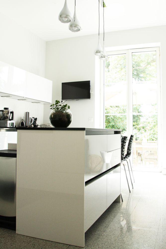cuisine - ilot - noir - blanc - contemporain