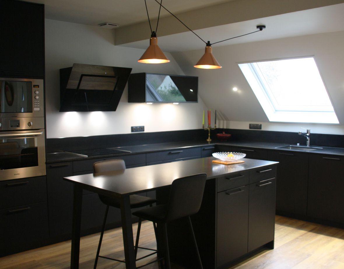 cuisine - noir - blanc - luminaires - cuivre - moderne