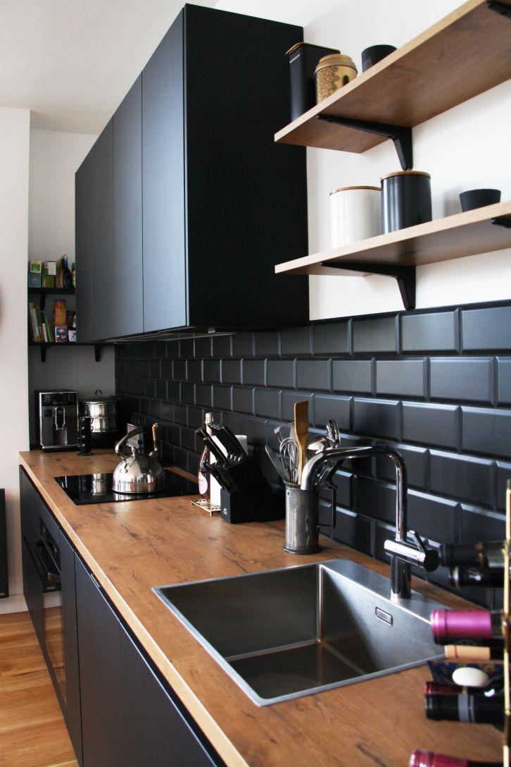cuisine - noir - bois - evier - inox - credence - pave - metro - noir - mat - moderne - industriel