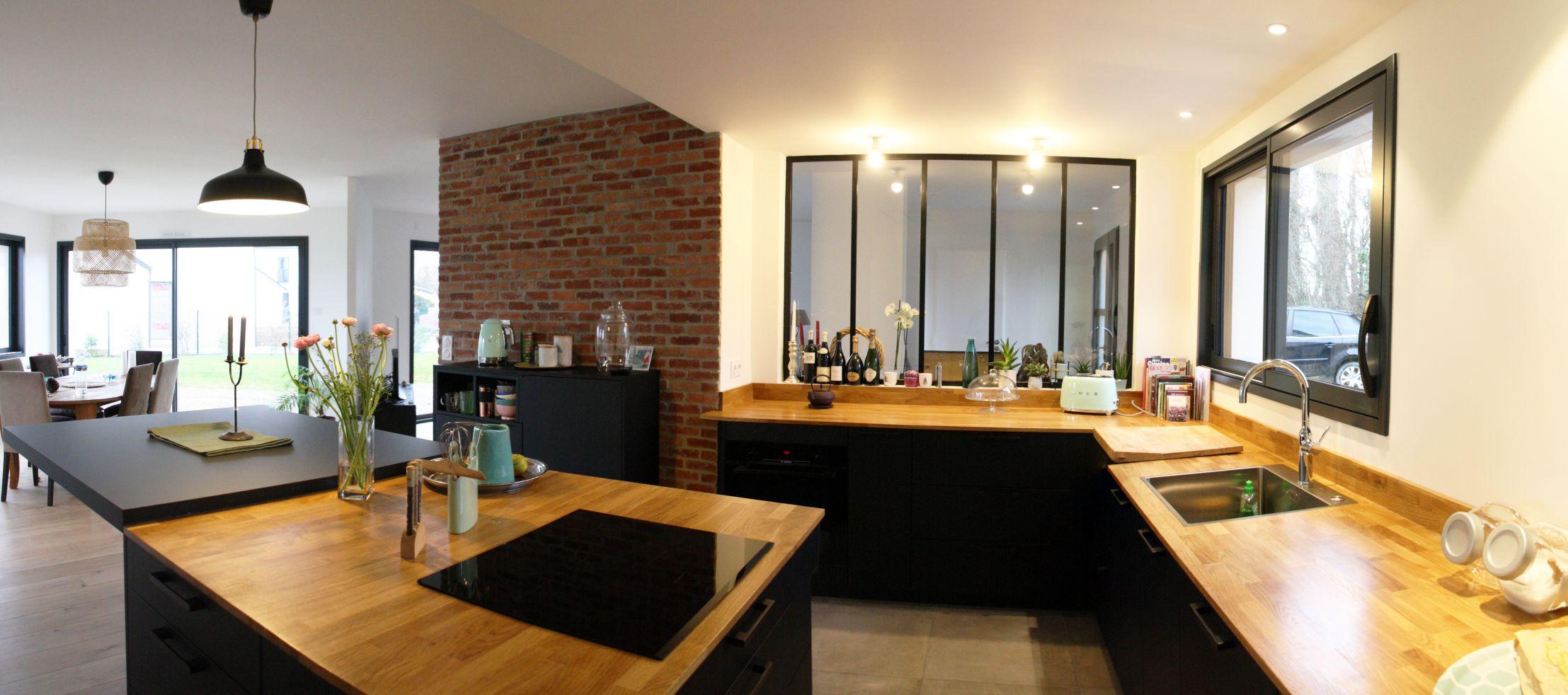 cuisine - noir - bois - mur - brique - verrière