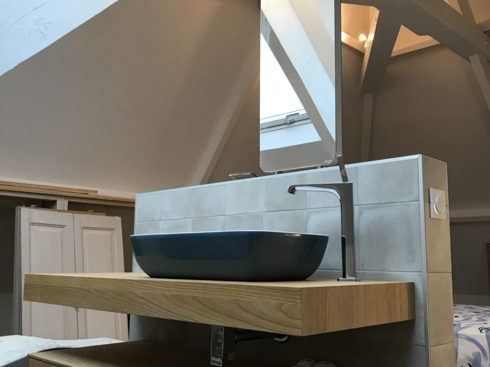 meuble-vasque-salle-de-bain-miroir-suspendu