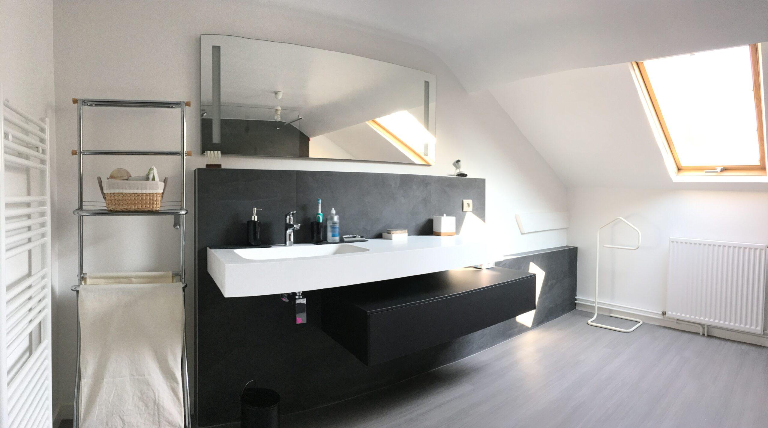salle-de-bain-meuble-vasque-noir-blanc-contemporain