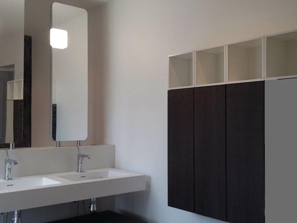 salle-de-bain-miroir-suspendu-rangement-placard2