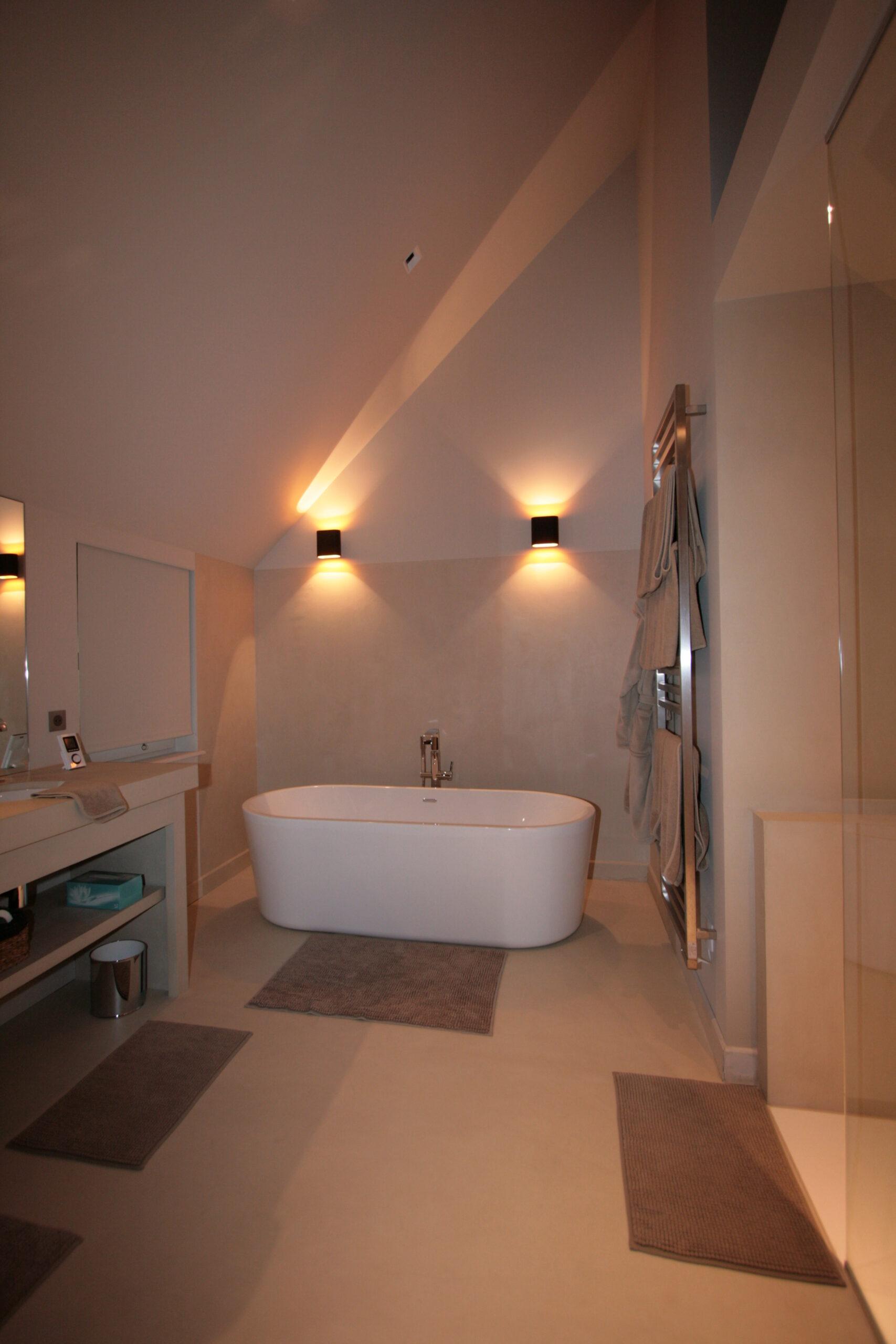 salle-de-bain-suite-parentale-baignoire-beige-creme